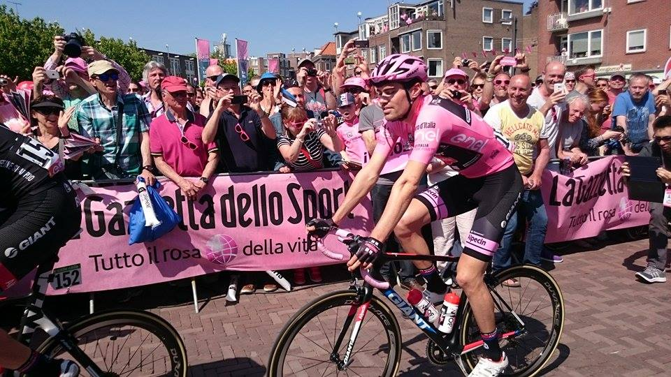Giro 2016 inscription stage 2 39 By Simone Bandener (Simone Bandener) [CC BY-SA 4.0 (https://creativecommons.org/licenses/by-sa/4.0)], via Wikimedia Commons